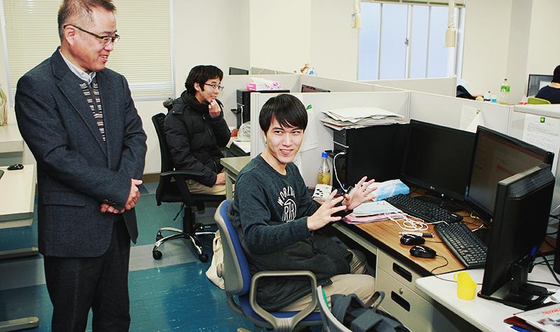研究室は静かですが、話しかけるに皆さん礼儀正しくにこやかに対応してくれました!