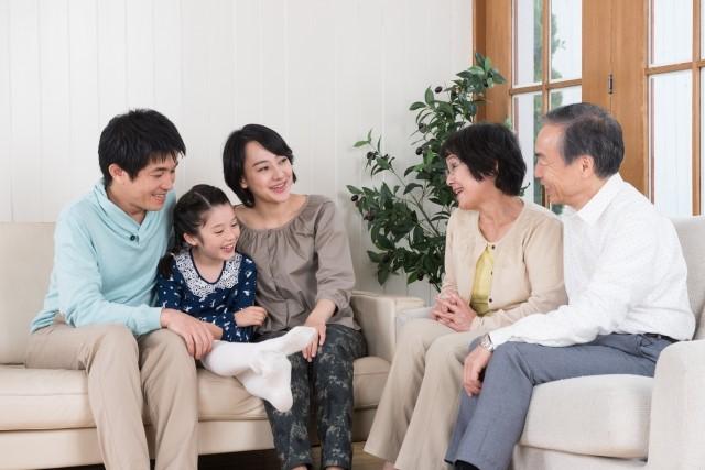 身近な家族は頼りになる存在。しかし、新しい情報は得られにくい。